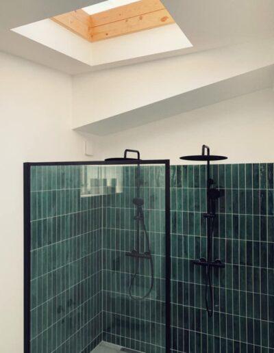 Nyt flot badeværelse med fliser
